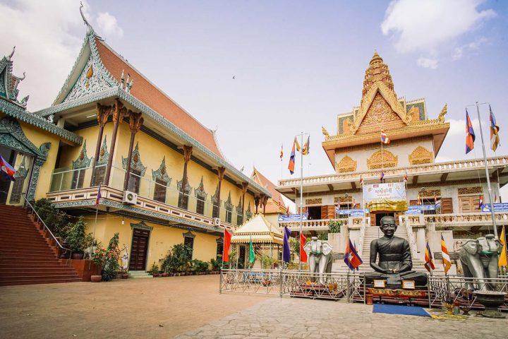 Green Cultural Travel - Cambodia - Tours - Wat Ounalom (3)