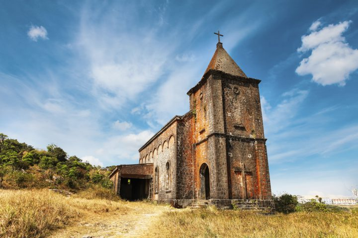 Green Cultural Travel - Camnbodia - Kampot - BAbandoned christian church on top of Bokor mountain in Preah