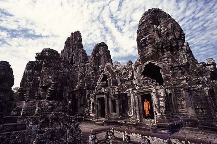 Green-Cultural-Travel-Cambodia- bayon- temple