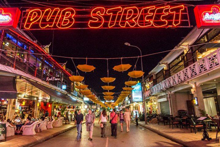 Green-Cultural-Travel-Cambodia- Pub -Street